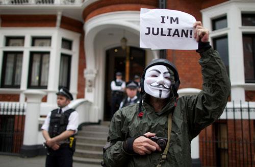¡Disparen sobre Assange! Washington manda y el lacayo británico obedece