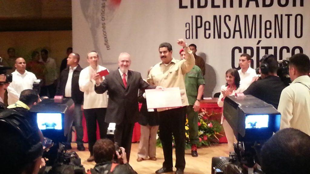 Entrega del Premio Libertador al Pensamiento Crítico.