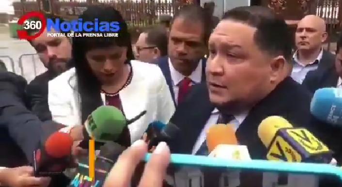 Guaidó afuera de la Asamblea Nacional